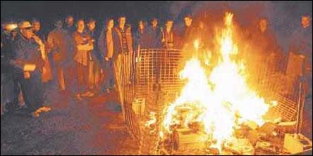 Bokbränning i Penn, USA, 2001