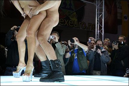 Sex på scen - brott mot lagen eller kul underhållning? Vad tycker du?