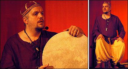 Calle trummar och berättar på Fabula Storytelling Festival