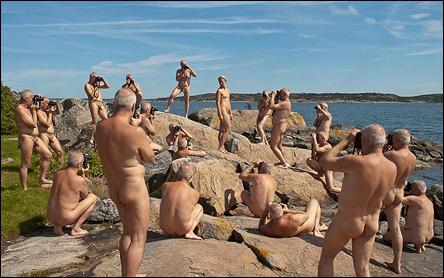Väldigt många upplagor av Calle, naken, plåtandes Jennie.