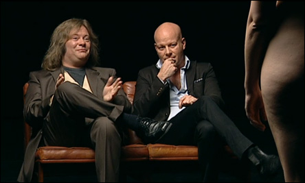 "Thomas Blachman och författaren Jan Sonnergaard i programmet ""Blachman"""